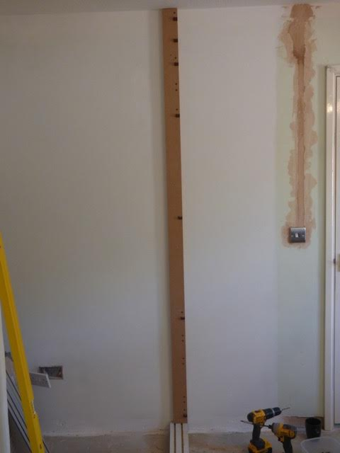 Fix the batten to the wall