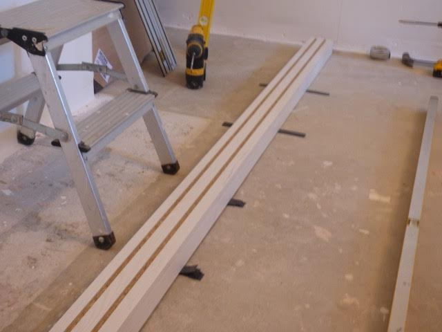 Lay the floor rail over